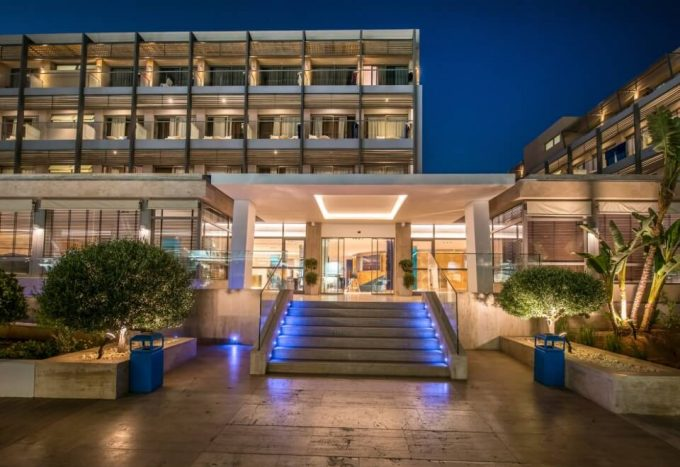 I Resort Beach Hotel